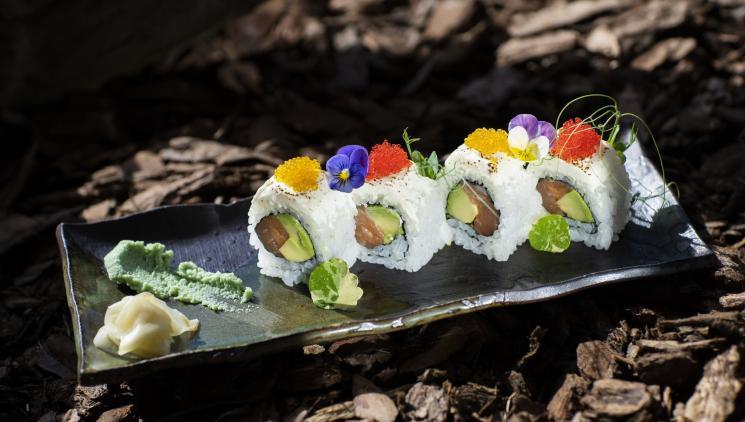 TOMI SUSHI: Japonské speciality u náplavky